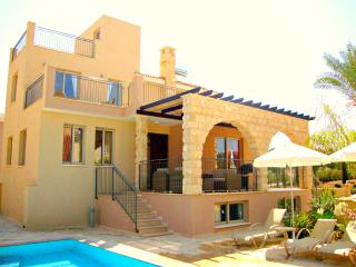 Exclusive 3 Bed Luxury Villa - Private Sandy Beach, Argaka