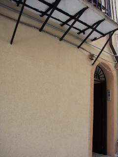 L'ingresso della palazzina