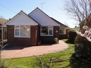 Family bungalow, peaceful location near sea. Wifi, Littlestone-on-Sea