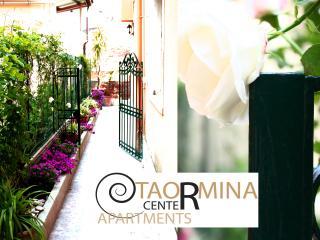 Taormina center apartments - White