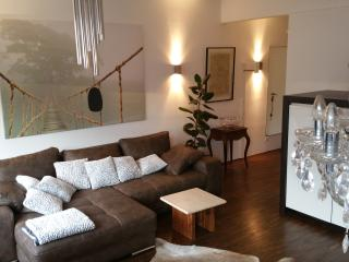 Penthouseapartement-closeto the city-free parking, Colônia