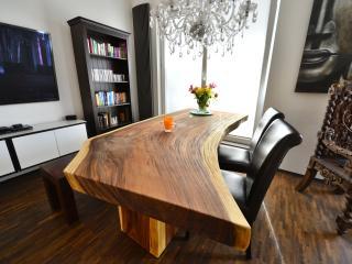 Thailändischer Esstisch aus Soar Holz