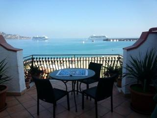 """ ORAMA"" FROM ""appartamenti-naxos .it"" NICE APARTMENT WITH BIG TERRACE FRONT SEA, Giardini Naxos"