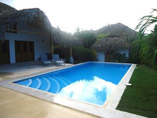 CAYENNE, villa de 4 chambres avec piscine privee