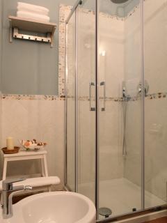 Appartamento Cicerone: bagno con doccia