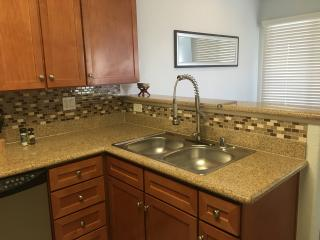 Luxury 1 Bdrm condo newly remodeled close to strip, Las Vegas