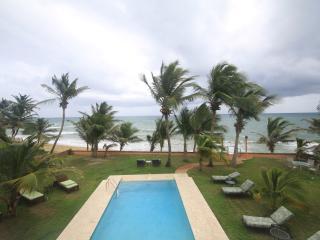 Ocean front villa, 2nd floor, infinity pool, Yabucoa