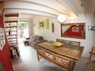 Casa de condomínio a poucos metros da praia !!, Maresias
