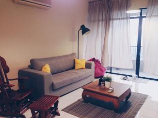 3 bedroom condo, near Train Station