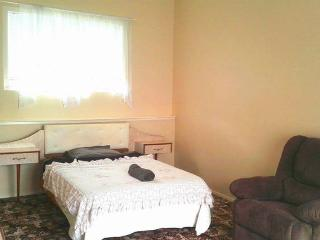 Massive and Conviently Located Room, Auckland