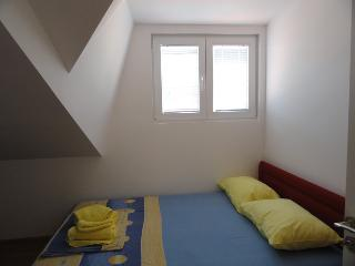 Onebedroom apartment for 5 near the centre, Budva