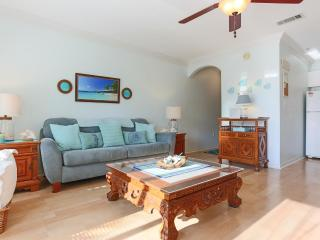 CARIBBEAN BLUE 1 bdr condo steps from the beach. Family friendly. Pool view