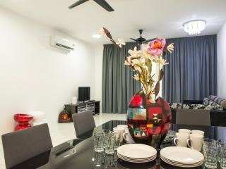 Spacious 4 Bedroom Apartment, Tanjung Tokong
