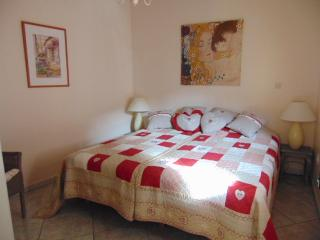 Modern 1 Bedroom Ivy Apartment, Ventenac-en-Minervois