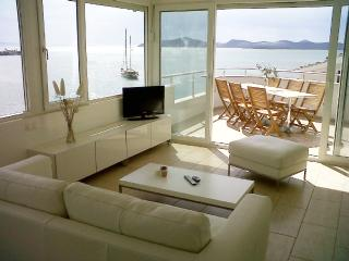 Apartment Bodrum area with amazing view, directly at beach!