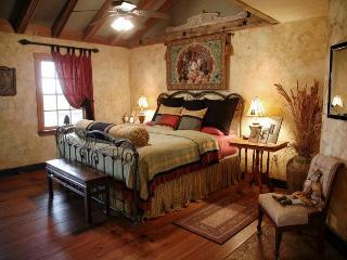 Cat's Meow Bed & Breakfast Catnip Cabin, Fredericksburg