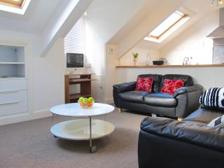 The Hideaway, Stylish loft apartment + parking, Plymouth