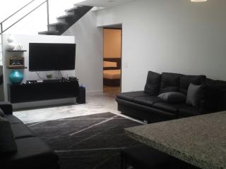 5 Bedroom House Manila AC, Wall Safe Wifi Poblado!, Medellin