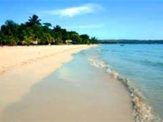 Captain's Cove Beach Resort and Villa