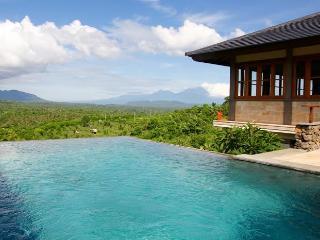Villa Naga Sumberkima Hill retreat