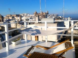 Chic and cozy central Ostuni holiday home, double rooftop terraces 20m piazza