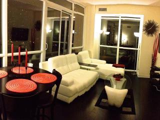 LUXURIOUS! 2 Bedroom Luxury Furnished Condo - PSV8, Mississauga