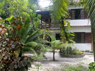 Big rooms for 4 guest each ,whith bathroom /air split /50m to beach, Arraial d'Ajuda