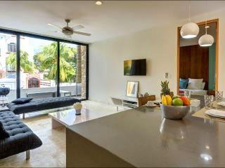Anah Modern 1 BD, Rooftop pool, large balcony and central location!
