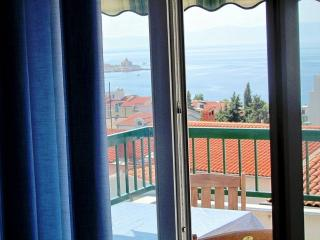Beach Apart. ROSE gal.,seaview, terrace,70 m beach, Makarska