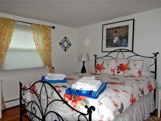 Vacation House Just Minutes from Craigville Beach!, Hyannis