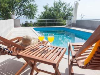 Lovely house LORA*** with pool, Makarska