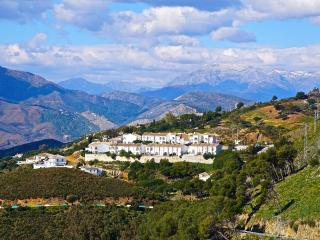 Townhouse with fantastic mountain and sea views, Mijas Pueblo