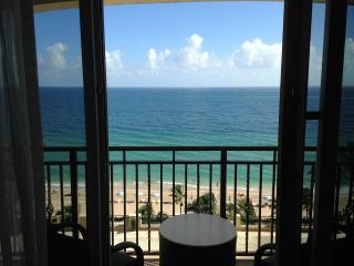 Oceanfront Studio - Sleeps 4 - AMAZING VIEWS, Fort Lauderdale