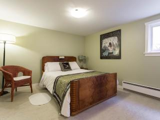 Suite Dreams mins. to Downtown & Commercial Drive