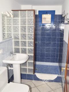 Baño Completo, con ducha y agua caliente.