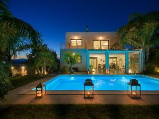 Villa Palm Garden, Afando