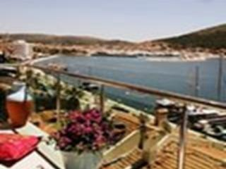 ARTHOUSE NO:4 CENTRE OF ÇEŞME BY STUNNİNG SEA VİEW, Cesme