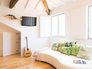 NEW-Romantic and light Oportloft with mezzanine., Porto
