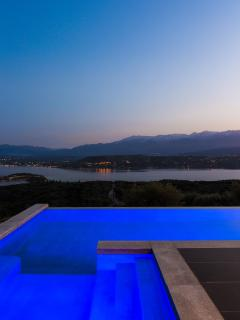 Enjoy the views with the hydromassage system on our pool