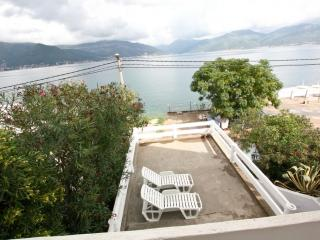 2-storey villa with a gorgeous view of the bay, Krasici