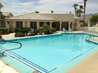 Beautiful Condo with Many Amenities, Laughlin
