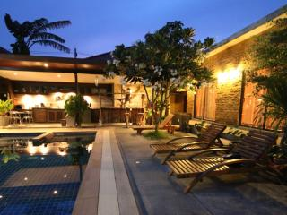 4 bedrooms villa with the pool. Thalang, Cherngtalay