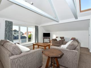 27 Marine Drive - Newly updated, re-modelled house 100 m from beach, West Wittering
