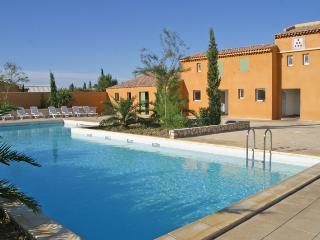 villa  située dans un domaine de vacances