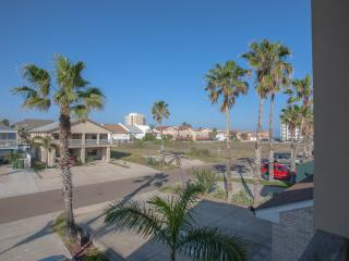 Beautiful Luxury condo!! Just minutes to the beach