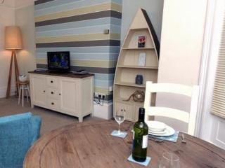 Main Sail ground floor apartment in ideal location, Tenby