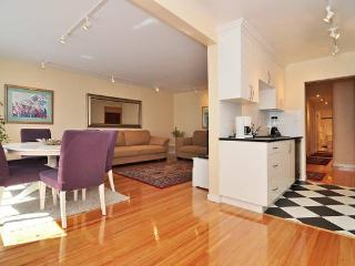 Spacious 2 BR Point Grey suite nr UBC, beaches