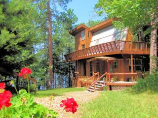 Private 12 Bed Lakefront Lodge with Beach, Ely