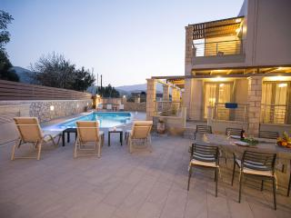 Private villa with swimming pool and sea view, Georgioupolis