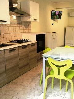 cucina e Tv schermo piatto